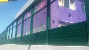 Barriera antirumore con diffrattore sommitale