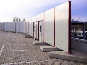 Barriere antirumore poggiate su contrappesi in cemento