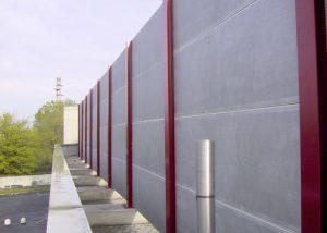 Barriere antirumore poggiate su contrappesi in cemento armato