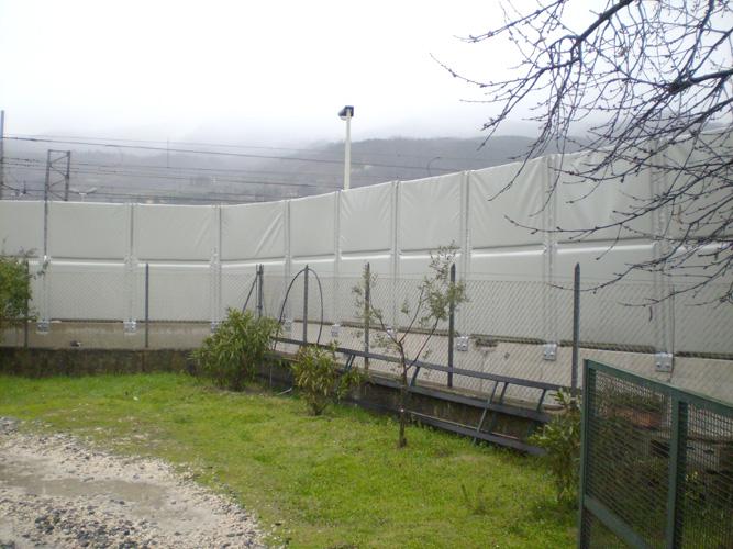 Schermi fonoisolanti e fonoassorbenti modulari da cantiere serie Alfakel V2000