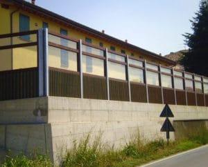Barriera antirumore legno e cemento